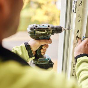 Fenster und Türen einbauen